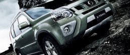 2011 Nissan X-Trail crossover SUV for Europe